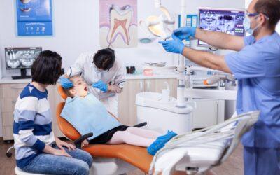 Cuándo realizar la primera limpieza dental en niños